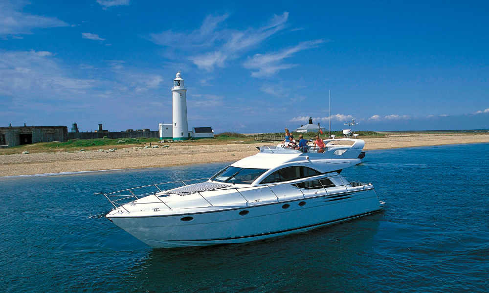 Fairline Phantom 50 | Puerto Banus | 6 weeks p.a. | €40,000 (including yacht's local Range Rover)